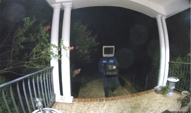 """Странный """"экраноголовый"""" персонаж из США (3 фото + видео)"""