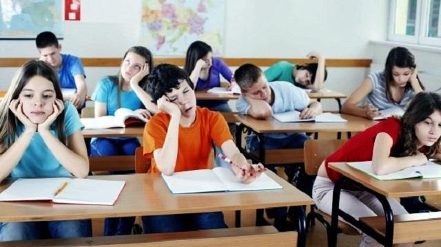 Как в детском садике: Роспотребнадзор хочет ввести тихий час для первоклассников