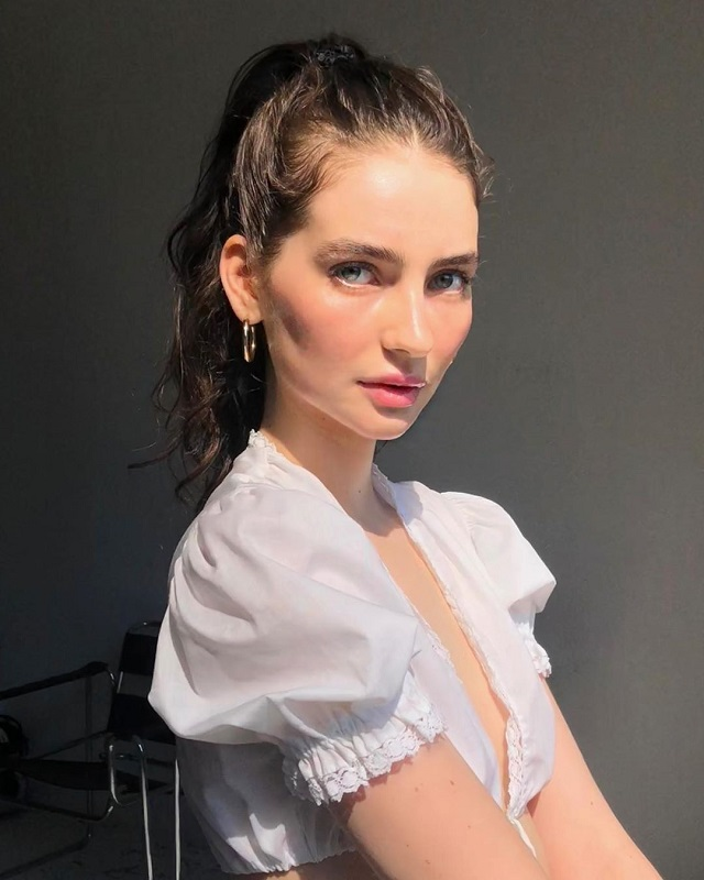 Дочь покойного актера Пола Уокера выросла и стала успешной моделью (9 фото)