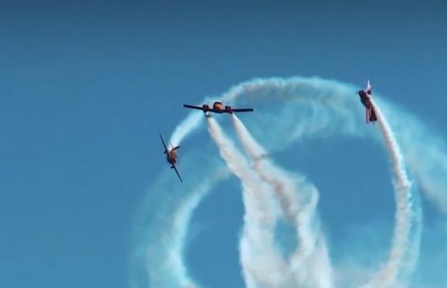 """""""Пропеллер"""" - новая фигура высшего пилотажа, которую показали российские лётчики"""