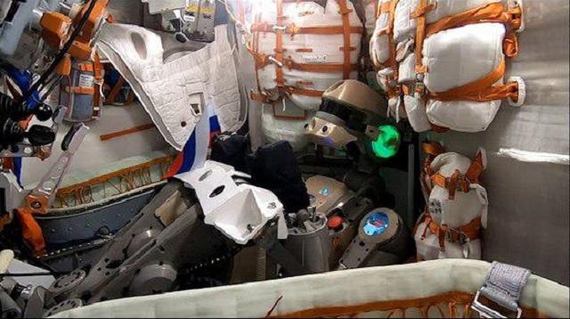 "Робот ""Федор"" поздравил россиян с Днем флага из космоса (2 видео)"