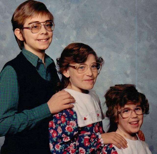 Пользователи выкладывают старые семейные фото, которых стеснялись всю жизнь (19 фото)