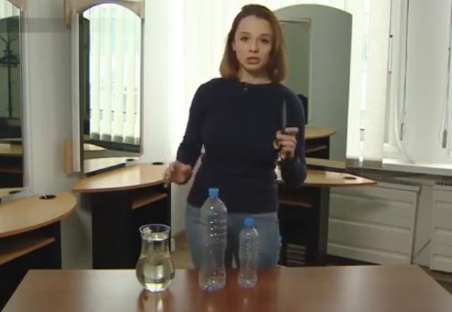 """Необычный """"музыкальный инструмент"""": две бутылки и вода"""
