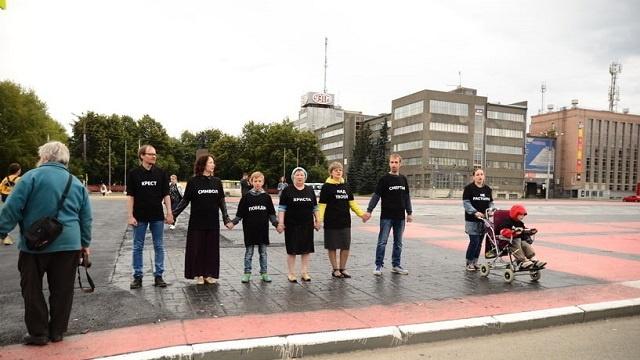 В Екатеринбурге православные активисты выступили против восстановления граффити Покраса Лампаса (2 видео)