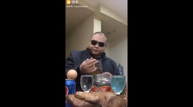 Азиатская версия Стаса Барецкого показывает рецепт занятного коктейля