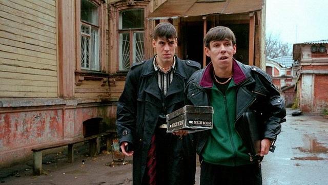 Список самых популярных российских фильмов XXI века (16 фото)