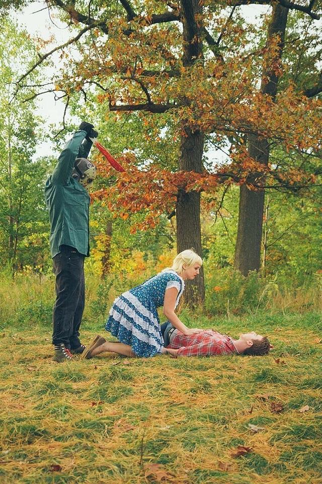 Страшная и забавная предсвадебная фотосессия в стиле фильмов ужасов (22 фото)