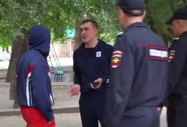 Челябинская полиция показала, как не следует себя вести с полицейскими