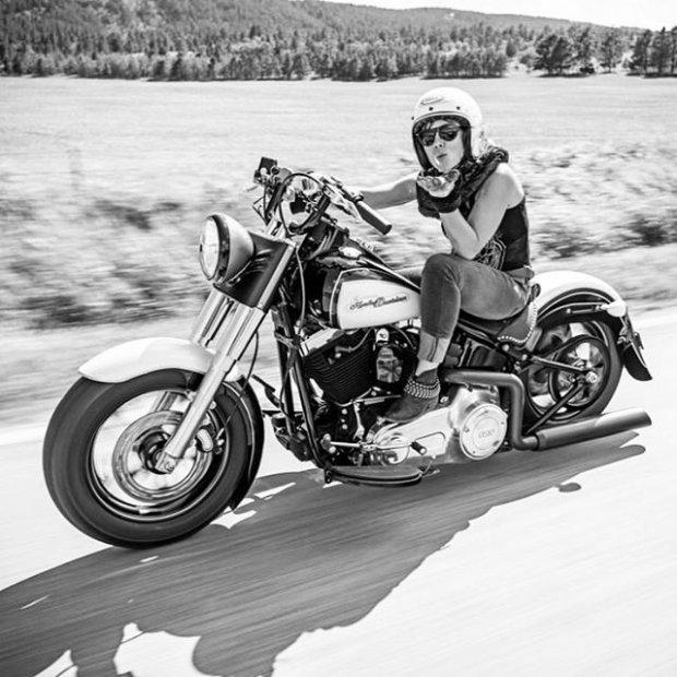 """Соведущая """"Разрушителей легенд"""" Джесси Комбс погибла, пытаясь установить рекорд скорости (9 фото + видео)"""