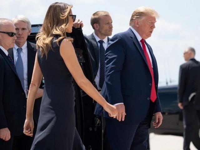 """""""Мелания, к ноге"""", или как Дональд Трамп жестом подозвал свою жену"""