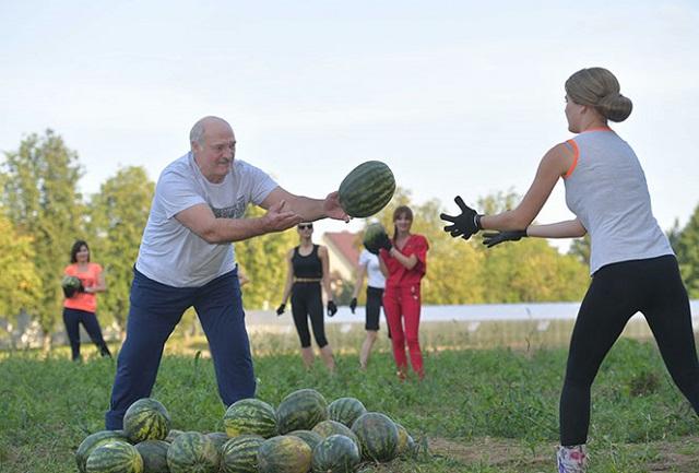 День рождения Александра Лукашенко: спорт, девушки и арбузы (5 фото + видео)