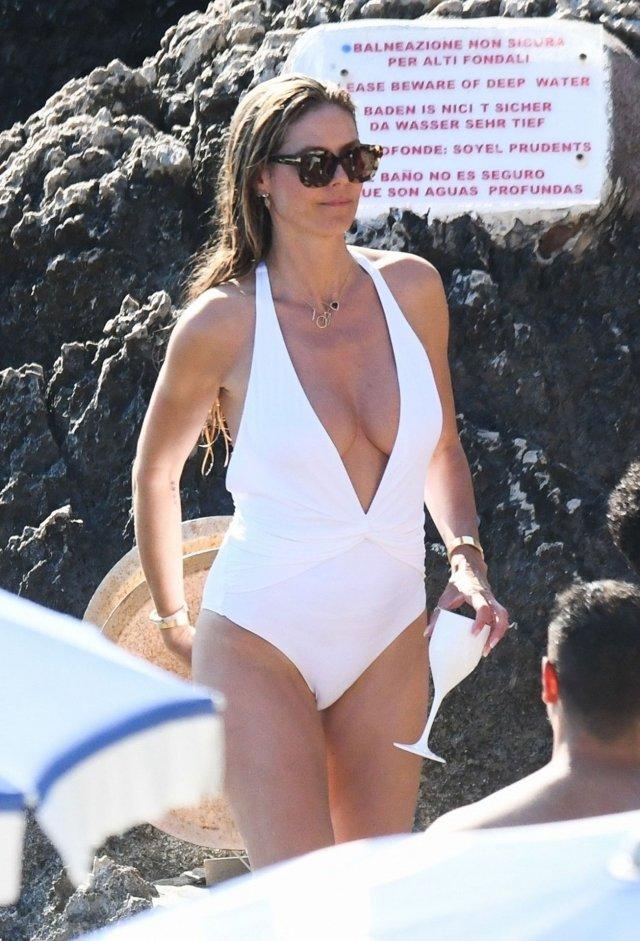 Хайди Клум после своей свадьбы отправилась на пляж загорать топлес (18 фото)