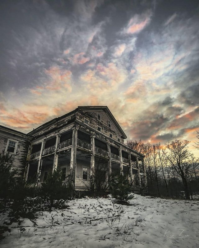 Красивые и зловещие снимки заброшенных мест в США (20 фото)