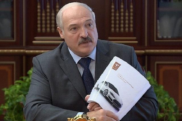 Александр Лукашенко рассказал, что Илон Маск подарил ему автомобиль Tesla (2 фото)