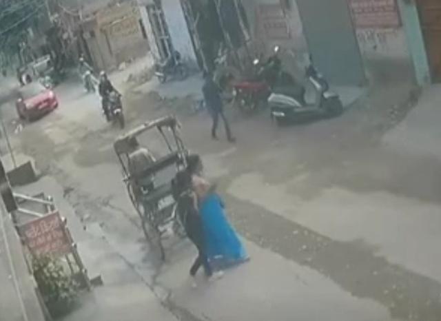 С ворами не особо церемонятся в Индии