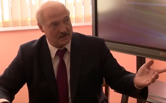Илон Маск написал в Твиттере, что не дарил Лукашенко электромобиль Tesla (скриншот + видео)