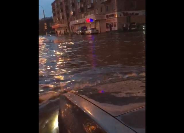 Комсомольск-на-Амуре затопило после ливня (2 видео)