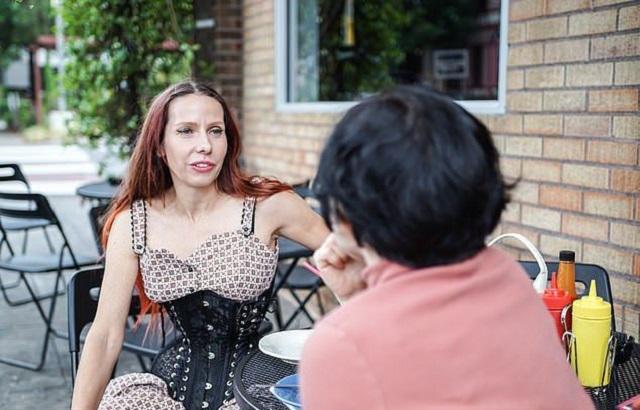 Американка носит корсет по 20 часов в сутки, чтобы уменьшить талию до 38 см (9 фото)