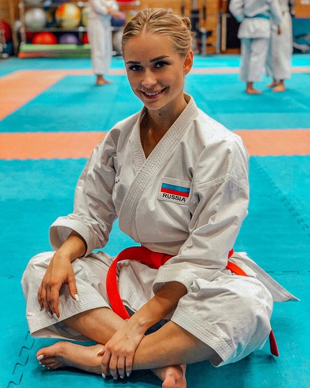 Мария Зотова - очаровательная и опасная каратистка с черным поясом (25 фото)