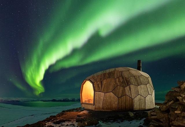 Минимализм и потрясающие виды: туристический домик в Норвегии (19 фото)