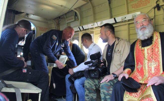 Священники решили исцелить жителей Твери от пьянства, вылив святую воду с самолёта (фото)