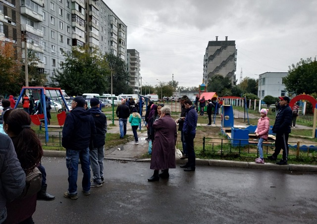 Мужчина из Красноярска хотел прочистить мусоропровод и чуть не взорвал весь дом  (9 фото + видео)