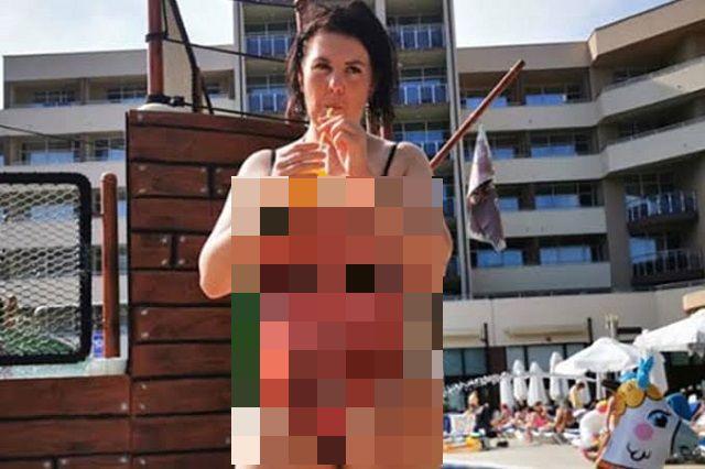 Отец подарил своей дочке специальный купальник, отпугивающий женихов (5 фото)
