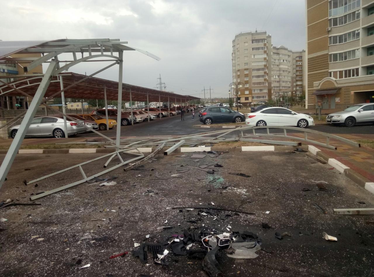 В Белгороде пьяный водитель перелетел через кольцо и уничтожил 5 машин (2 видео + 2 фото)