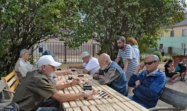 В Беларуси провели турнир по шашкам среди бездомных (4 фото)
