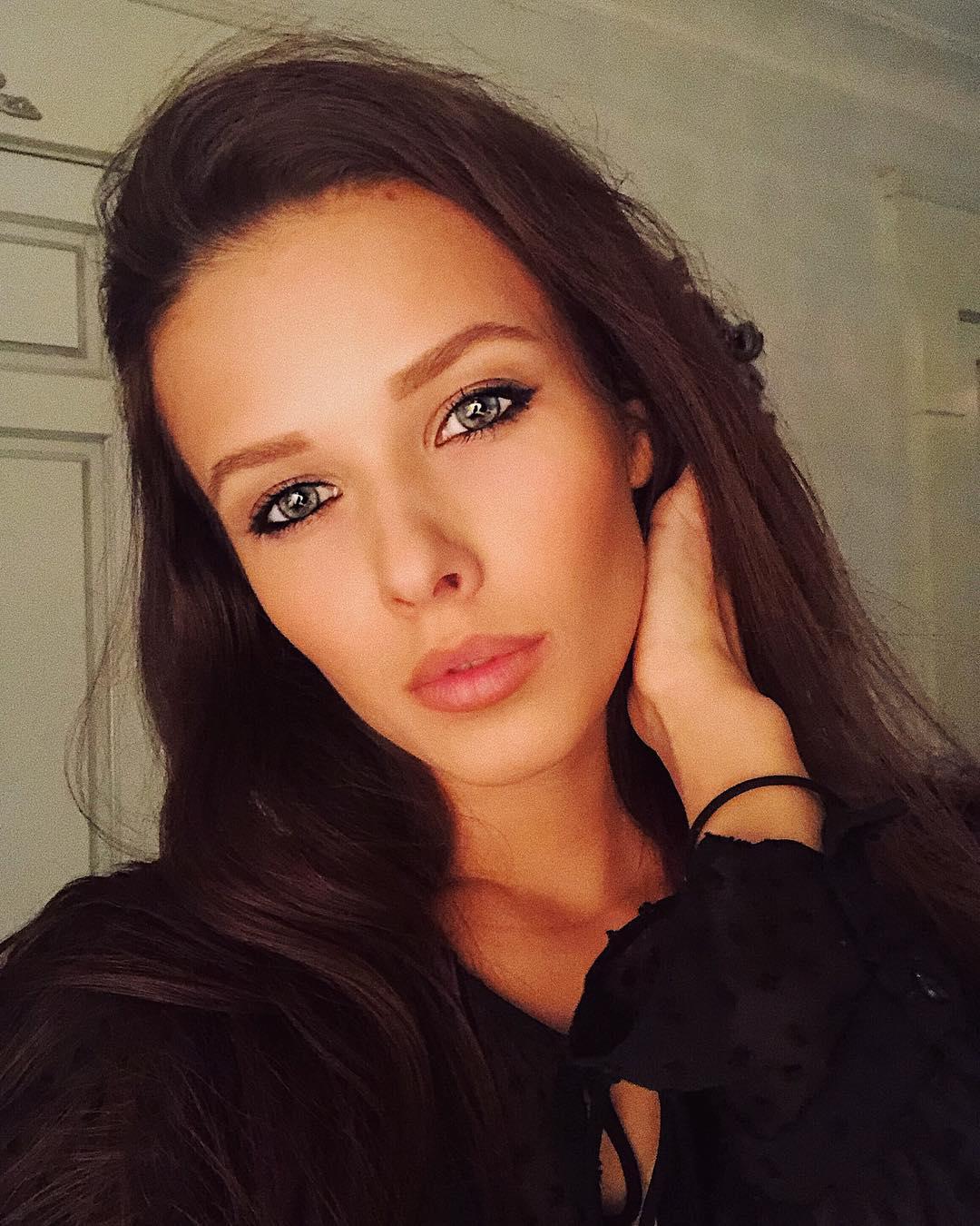 Екатерина Селезнева - новая звезда российской художественной гимнастики (20 фото)