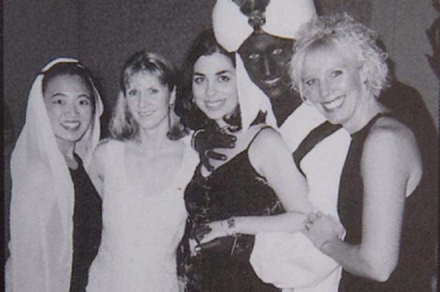 Премьер-министру Канады пришлось извиняться из-за фотографии 20-летней давности (2 фото)