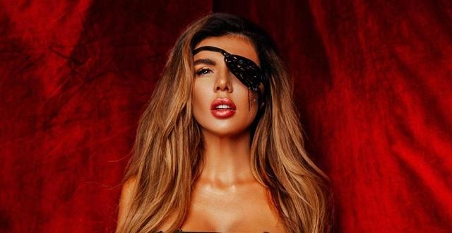 Анна Седакова в образе горячей пиратки (10 фото)