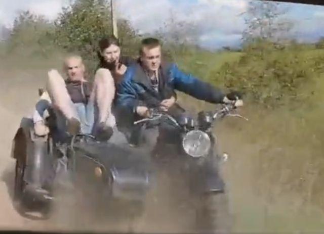 Эвакуация мотоцикла в русской глубинке закончилась плачевно