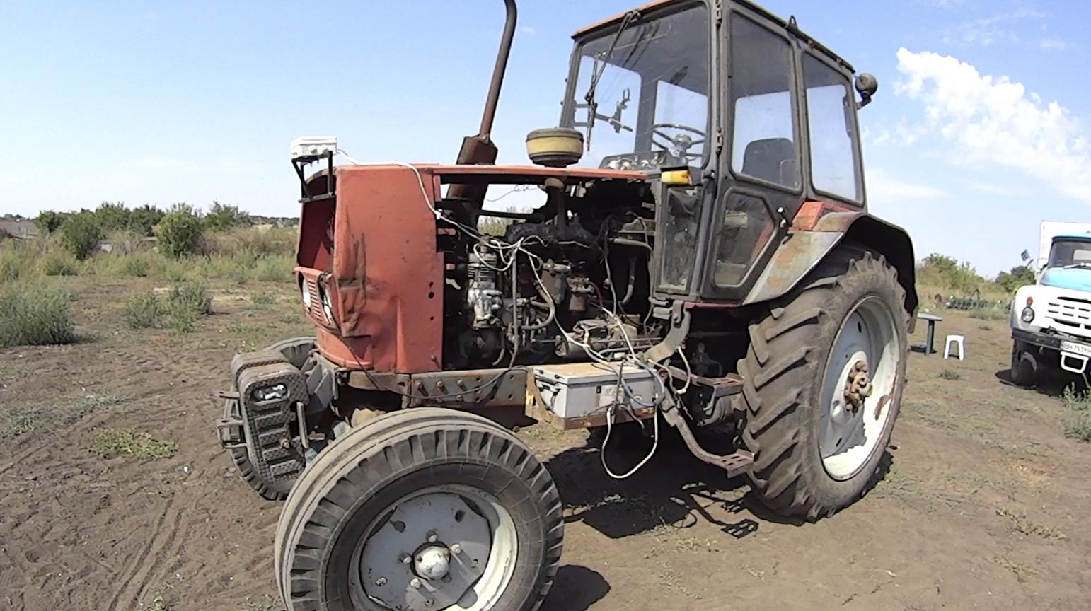 Сельские хакеры сделали комбайн-гибрид и трактор с автопилотом (4 фото + 2 гифки)