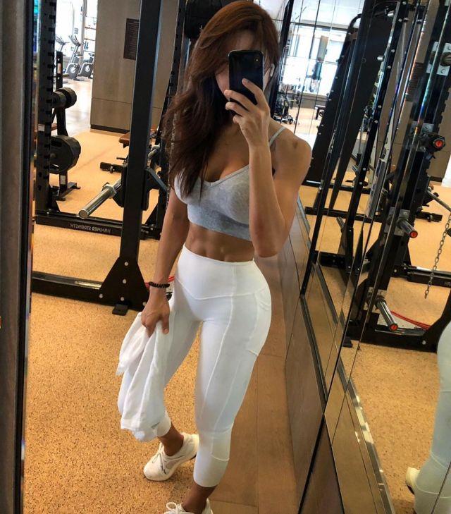 Девушка из Южной Кореи решила сбросить пару кило и в результате стала сотрудничать с Adidas (15 фото)