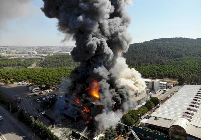Видео: взрыв на химзаводе в Стамбуле (3 фото + видео)
