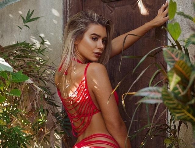 Новый тренд Instagram-моделей - бикини из полосок (10 фото)