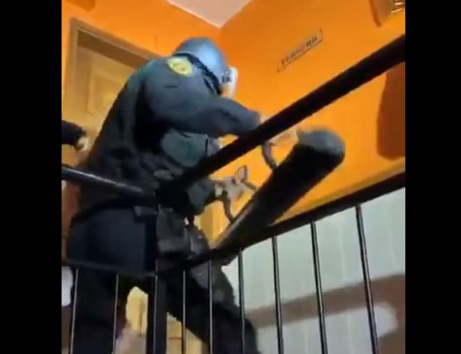 Спецназ против крепкой двери