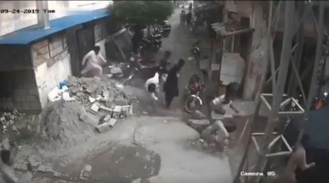 Камера сняла чудесное спасение жителя Индии во время землетрясения