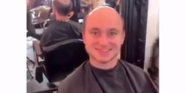 Мужчина надел парик и помолодел лет на 30