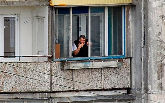 """""""Умирают не от табака, умирают от жизни"""": Эксперт прокомментировал запрет курения на балконах"""