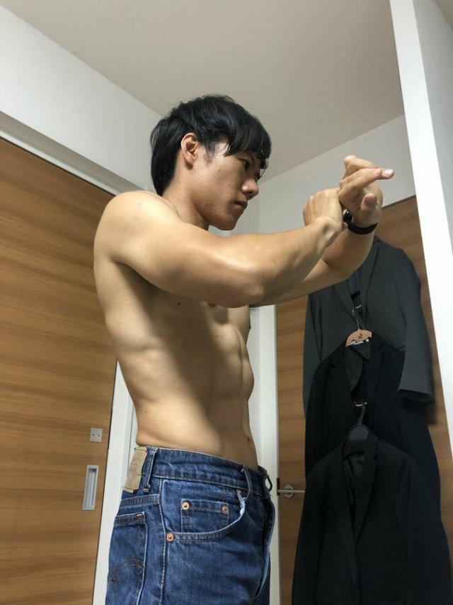 Растолстевший японец пришел в отличную форму, ежедневно выполняя 4-минутное упражнение (4 фото + видео)