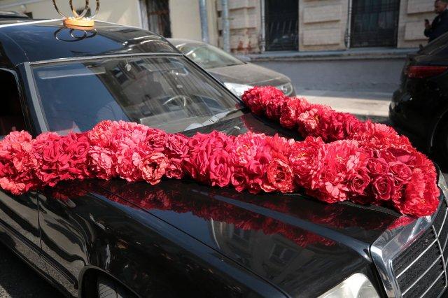 Собчак и Богомолов поженились, а из ЗАГСа уехали на катафалке (4 фото + видео)