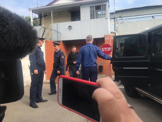 Кокорин и Мамаев уехали из тюрьмы на «Гелике» (2 видео)