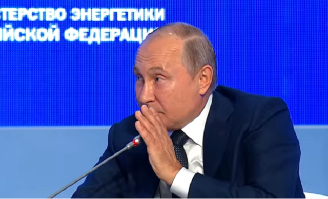 """Путин заявил, что Москва  """"обязательно вмешается"""" в американские выборы"""