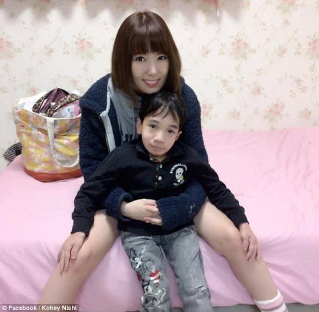 24-летний японский программист, похожий на ребёнка, стал звездой фильмов для взрослых (6 фото)
