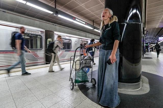 Бездомная эмигрантка из РФ готовится стать звездой