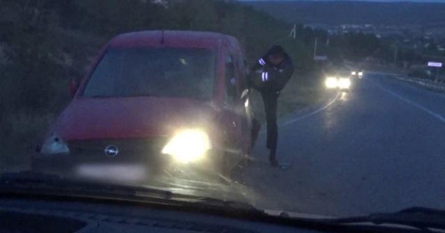 """Нетрезвая дама за рулем крайне неудачно попыталась """"оторваться"""" от погони в Крыму"""