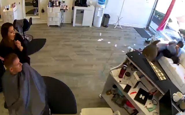 Неожиданный гость разнес парикмахерскую