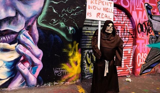 В Лондоне прошел 12-й парад в честь Всемирного дня зомби (25 фото)